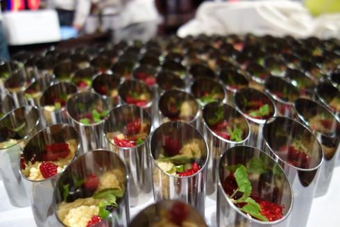 Le Petit Gâteau  Quinoa, coconut organic blueberry, raspberry. Textures