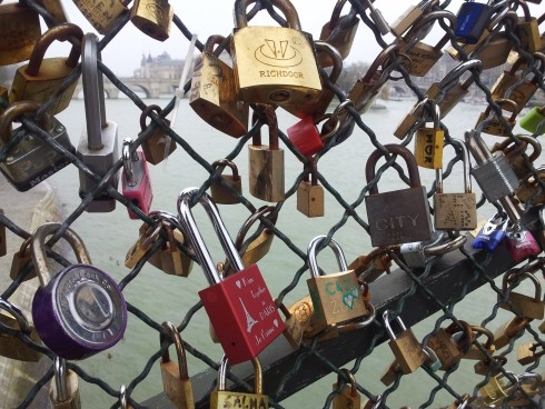 Pont de l'Archeveche love lock paris