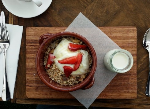 granola at the stables of como